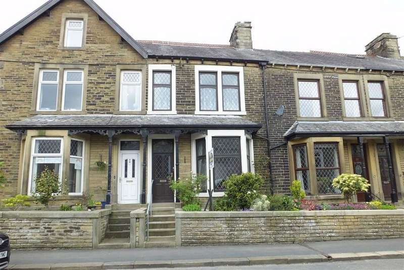 2 Bedrooms Terraced House for sale in Park Road, Barnoldswick, Lancashire, BB18