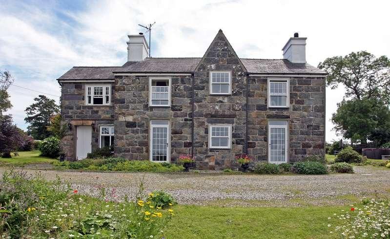8 Bedrooms Detached House for sale in Pontllyfni, Caernarfon, Gwynedd, LL54