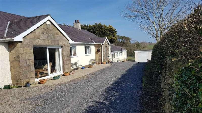 4 Bedrooms Detached House for sale in Tyddyn Bach & Tyddyn Bach Cottage, Tregaian, Llangefni