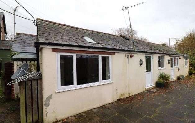 1 Bedroom Semi Detached Bungalow for rent in North Road, Holsworthy, Devon, EX22
