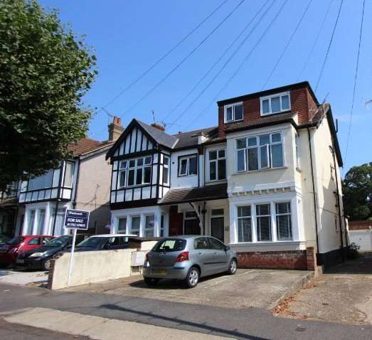 1 Bedroom Flat for sale in Manor Road, Westcliff-on-Sea, Essex, SS0