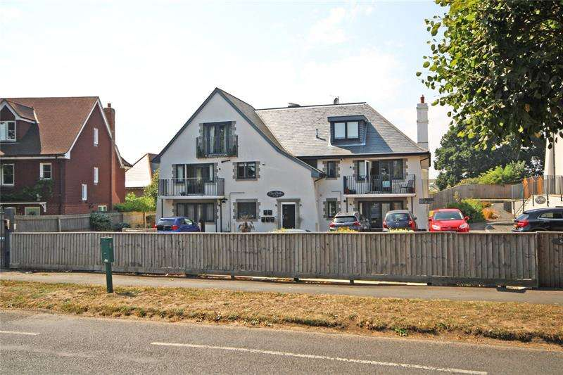 3 Bedrooms Apartment Flat for sale in The Oaks, 54 Barton Court Avenue, Barton on Sea, New Milton, BH25