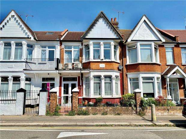 3 Bedrooms Terraced House for sale in Westborough Road, Westcliff-on-Sea, Essex