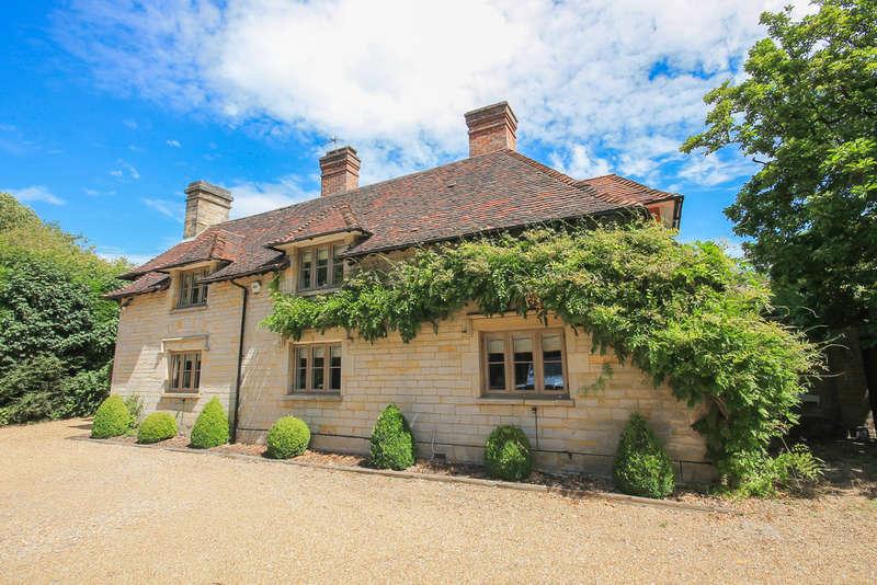 4 Bedrooms Detached House for sale in London Road, Felbridge