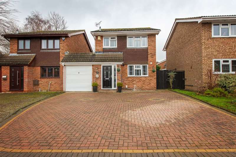 3 Bedrooms Detached House for sale in Aintree Road, Chatham