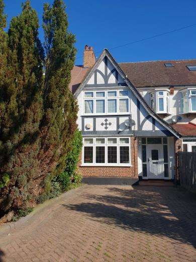 3 Bedrooms Terraced House for sale in Langley Way, West Wickham