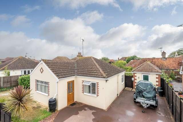 4 Bedrooms Detached Bungalow for sale in St Nicholas Lane, Middleton-on-Sea, Bognor Regis, West Sussex, PO22 7SY