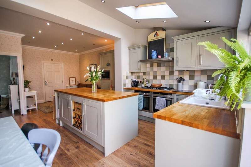 4 Bedrooms Town House for sale in Cornelius Vale, Chelmsford