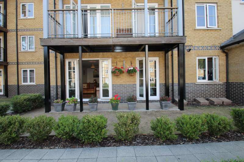 2 Bedrooms Apartment Flat for sale in CLARENDON WAY, COLCHESTER
