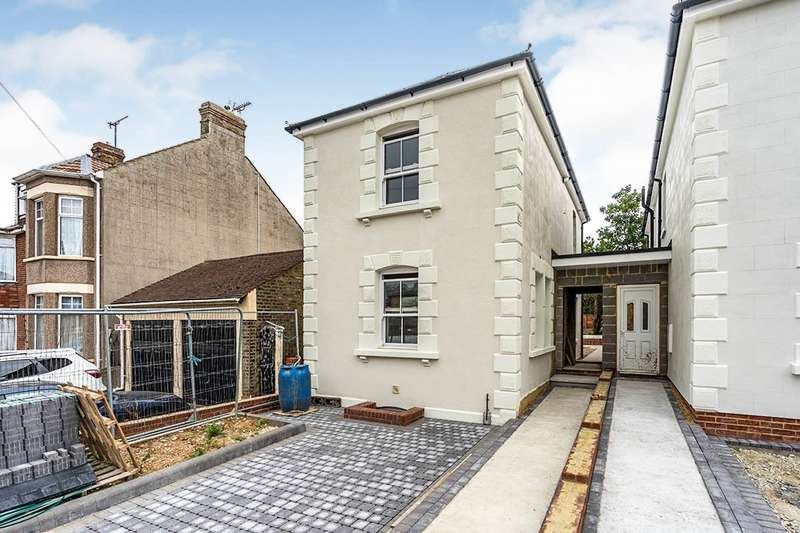 3 Bedrooms Detached House for sale in Napier Road, Gillingham, Kent, ME7