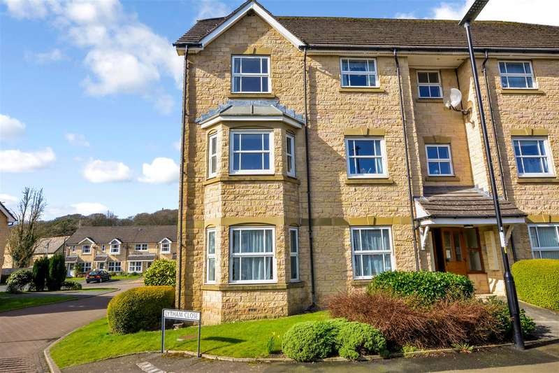 2 Bedrooms Apartment Flat for sale in Wentworth Drive, Standen Gate - a superb and rather stylish apartment