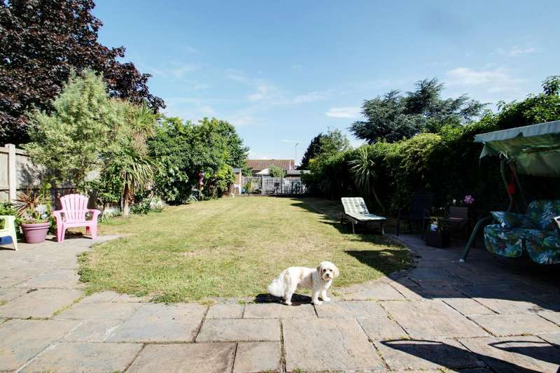 4 Bedrooms Detached House for sale in Bockings Grove, Clacton-on-Sea