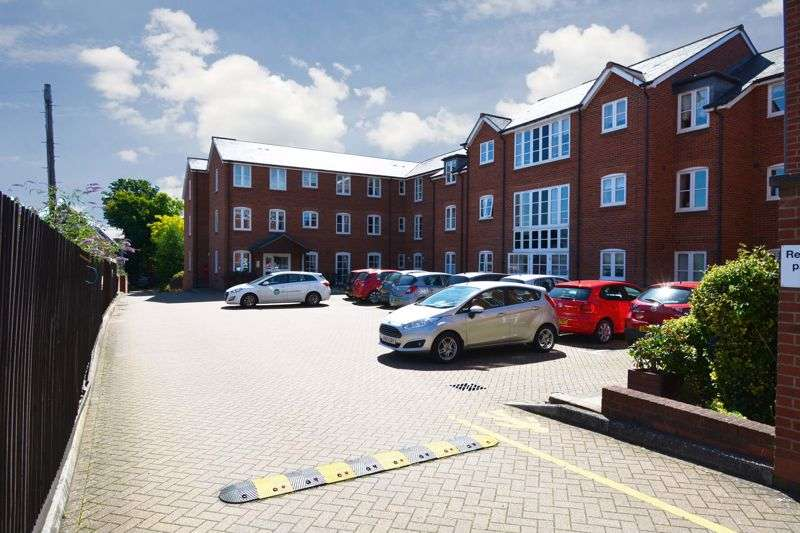 1 Bedroom Property for sale in Whitings Court, Hitchin, SG5 1EJ