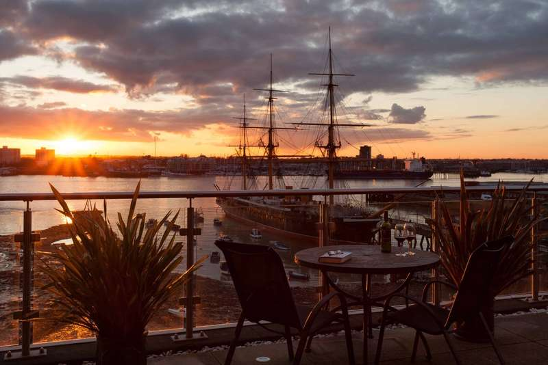 2 Bedrooms Flat for sale in Old Portsmouth, Hampshire