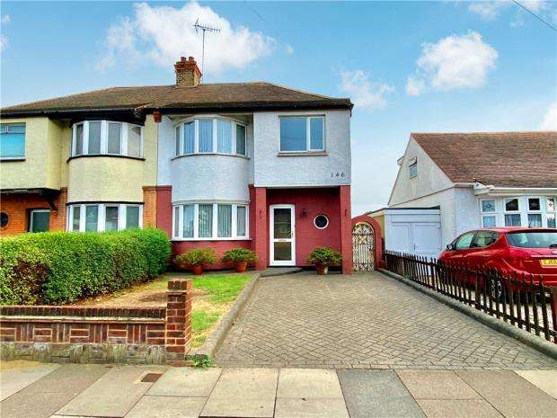 3 Bedrooms Semi Detached House for sale in Prittlewell Chase, Westcliff-on-Sea, Essex