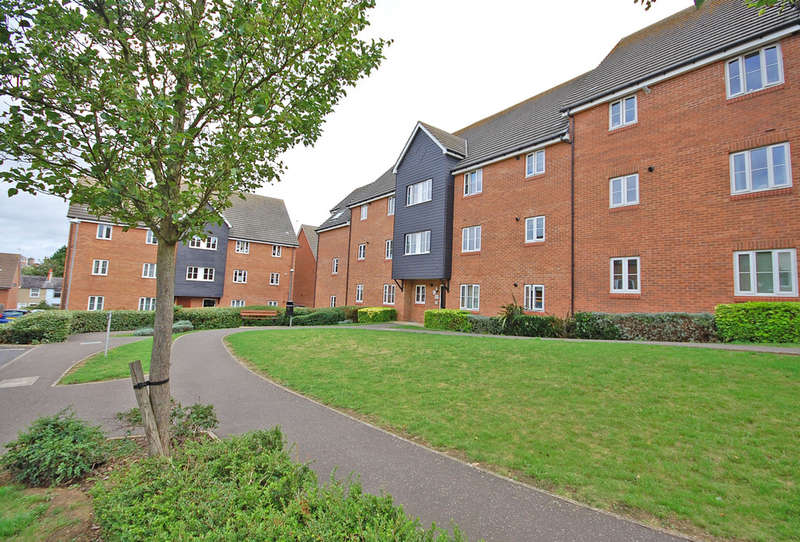 2 Bedrooms Apartment Flat for sale in Perryfields, Braintree, CM7