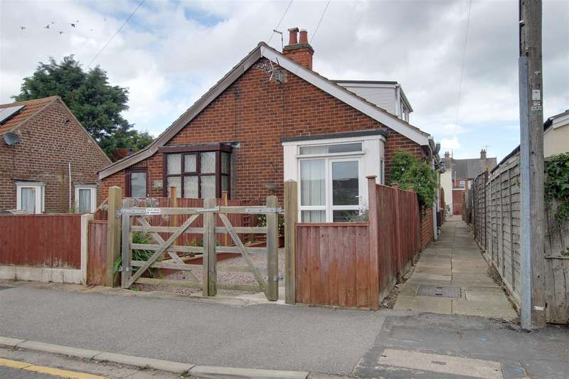2 Bedrooms Semi Detached Bungalow for sale in Waterloo Road, Mablethorpe