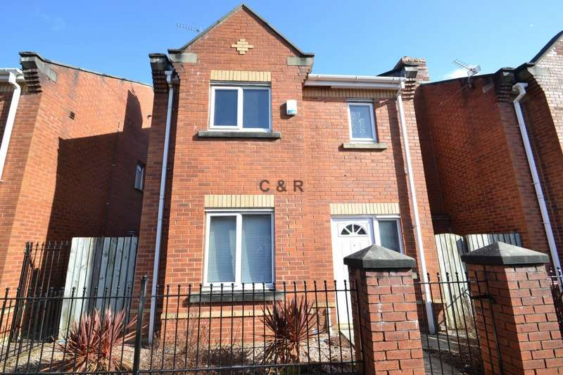 3 Bedrooms Detached House for sale in Rolls Crescent, Hulme. Manchester. M15 5JX.
