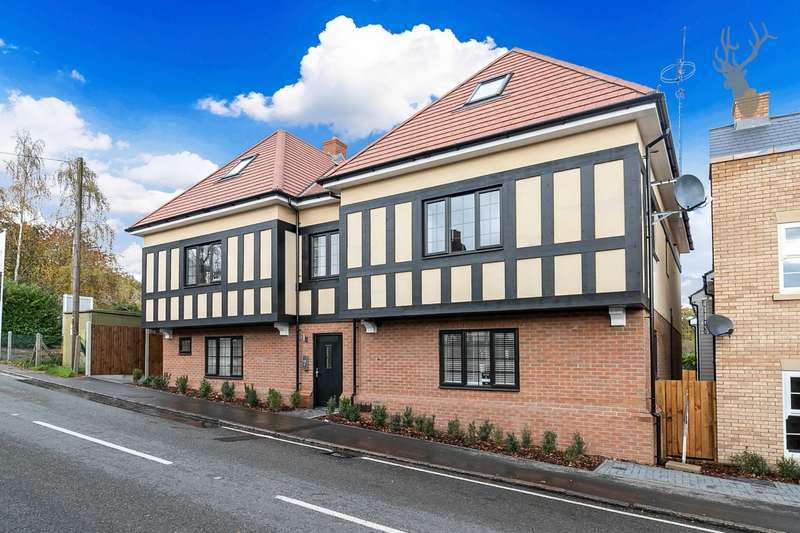 3 Bedrooms Flat for sale in Coppice Row, Theydon Bois, Epping