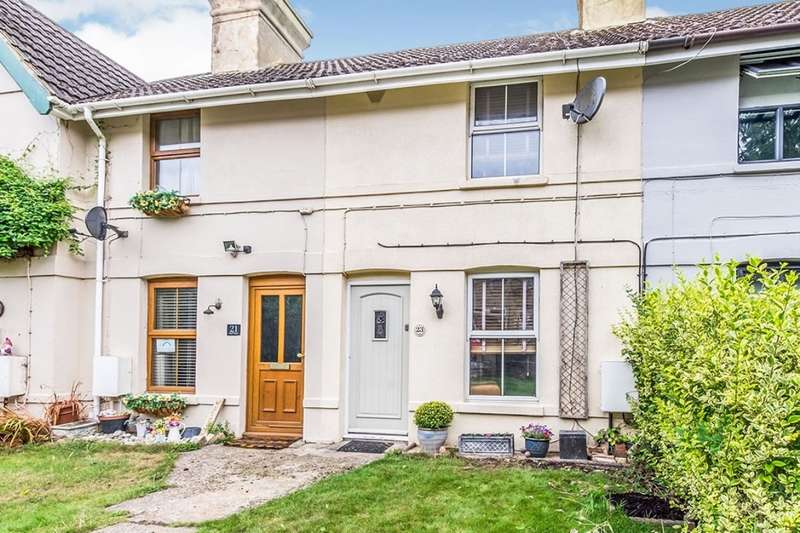 2 Bedrooms House for sale in High Street, Wouldham, Rochester, ME1
