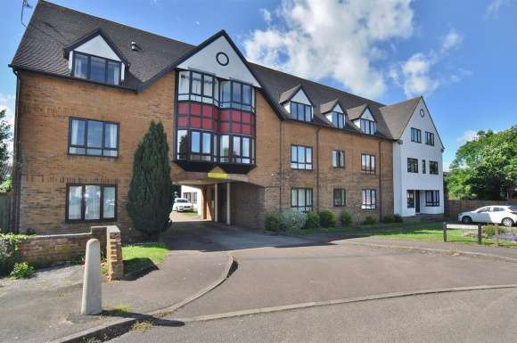 2 Bedrooms Flat for sale in Bidwell Close, Letchworth Garden City