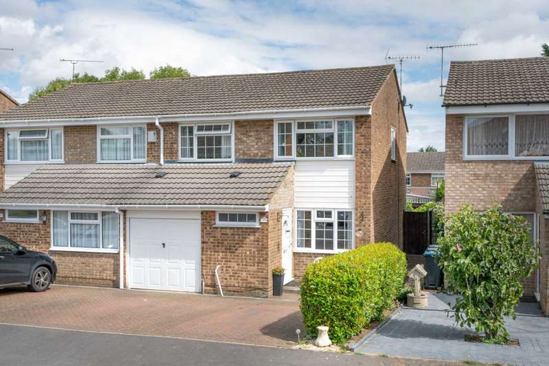 4 Bedrooms Semi Detached House for sale in Keats Close, Hemel Hempstead