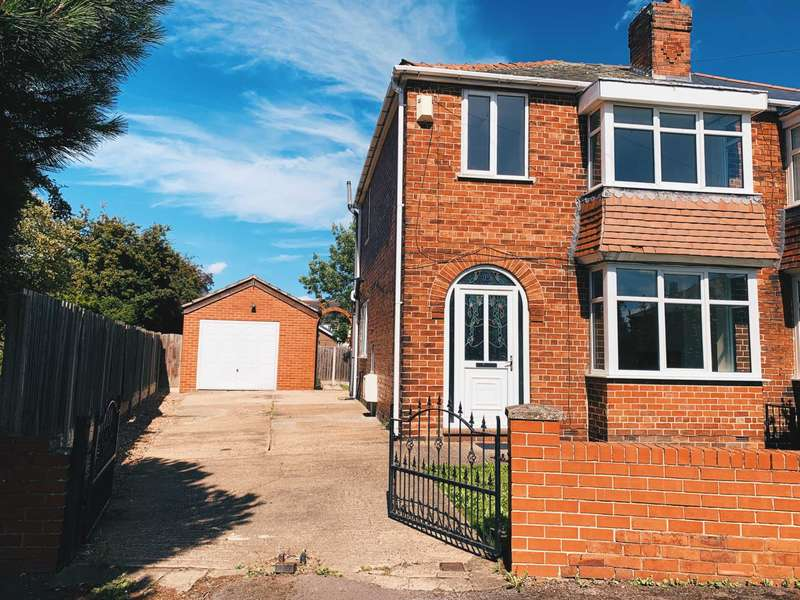 3 Bedrooms Semi Detached House for sale in Walbert Avenue, Thurnscoe