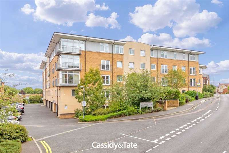 2 Bedrooms Property for sale in 83 Camp Road, St. Albans, Hertfordshire - AL1 5JN
