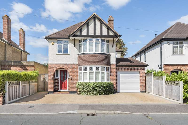 5 Bedrooms Detached House for sale in Firfield Road, Addlestone, KT15