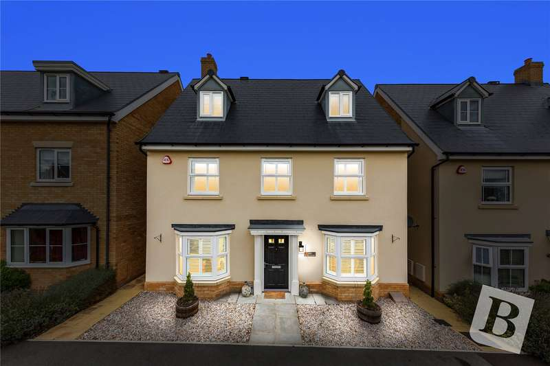 5 Bedrooms Detached House for sale in School Avenue, Basildon, Essex, SS15