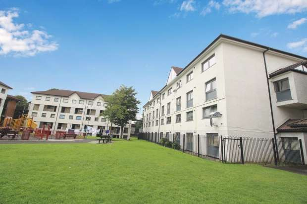3 Bedrooms Maisonette Flat for sale in Edlingham, Rochdale, Greater Manchester, OL11 4JP