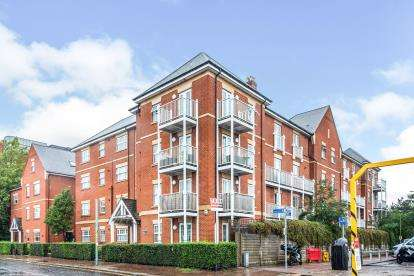 2 Bedrooms Flat for sale in Eleanor Cross Road, Waltham Cross