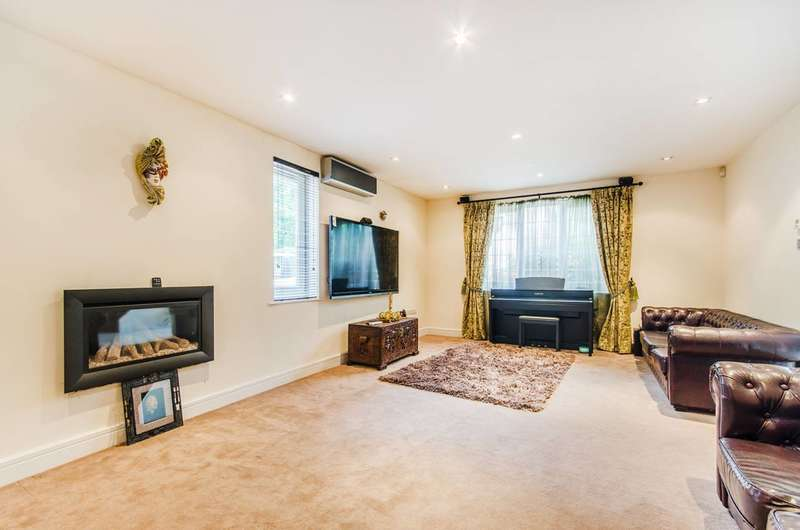 6 Bedrooms Detached House for sale in Alison Close, Pinner, HA5