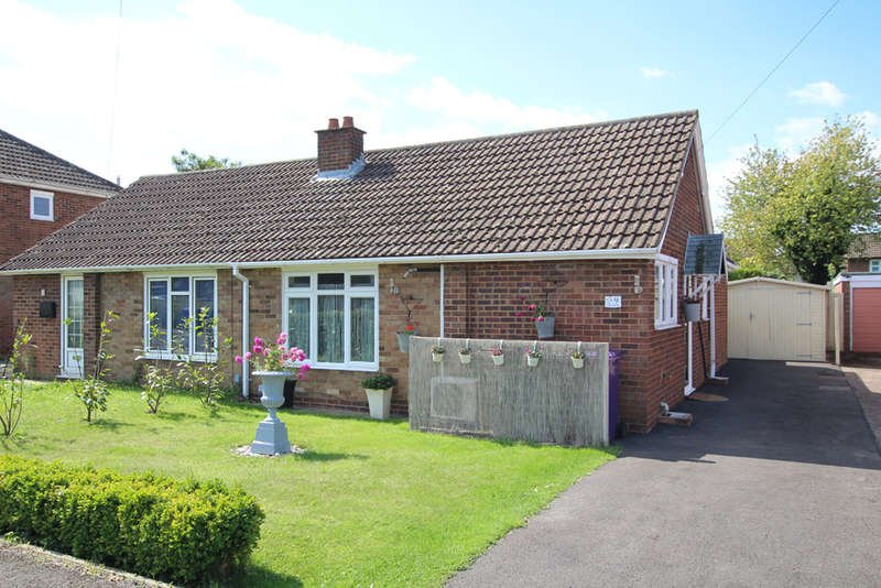 2 Bedrooms Semi Detached Bungalow for sale in Elm Walk, Royston