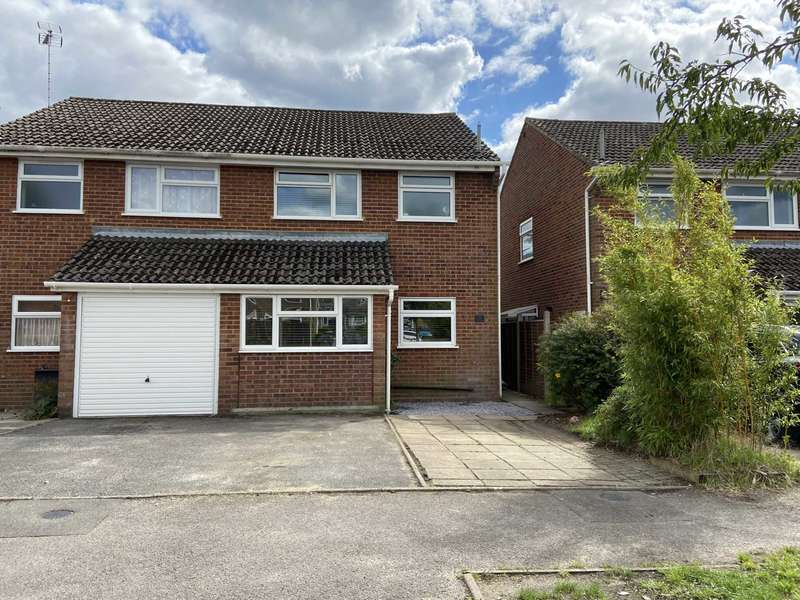 3 Bedrooms Semi Detached House for sale in Fernlea, Whitehill, Hampshire, GU35