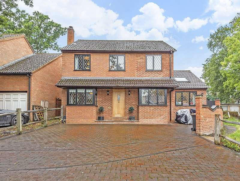 4 Bedrooms Detached House for sale in Chaucer Way, Row Town, Addlestone, KT15