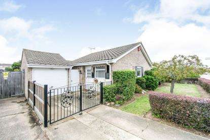 2 Bedrooms Bungalow for sale in Great Clacton, Clacton On Sea, Essex