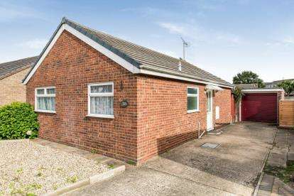 2 Bedrooms Bungalow for sale in Clacton On Sea, Essex