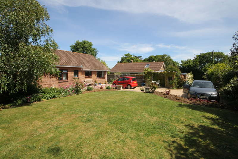 3 Bedrooms Detached Bungalow for sale in Shalfleet, Isle of Wight