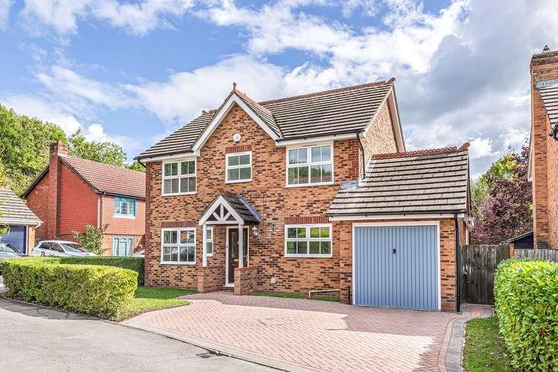 4 Bedrooms Detached House for sale in Belvedere Gardens, Chineham, Basingstoke, RG24