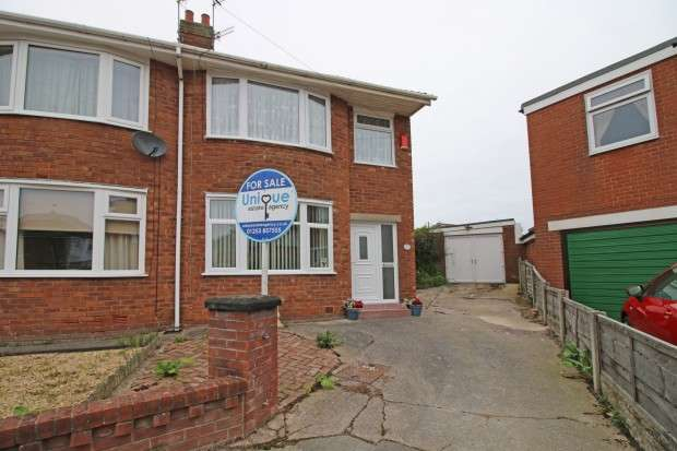 3 Bedrooms Semi Detached House for sale in Thornfield Avenue, Thornton-Cleveleys, FY5