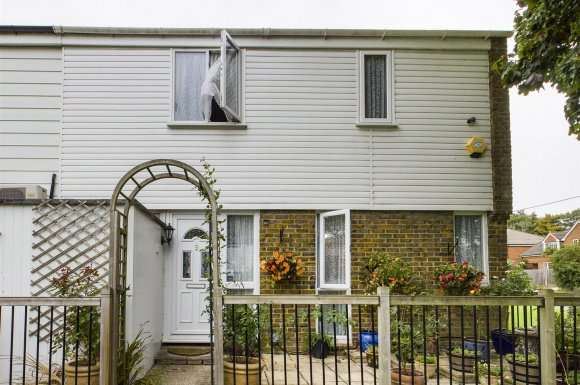 3 Bedrooms Property for sale in Cairngorm Close, Basingstoke