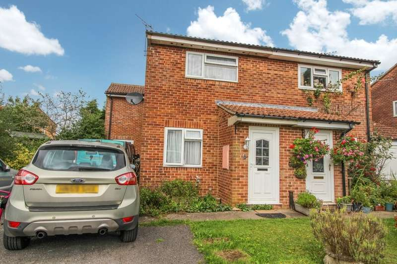 3 Bedrooms Semi Detached House for sale in Maple Crescent, Ludgershall, Andover, SP11