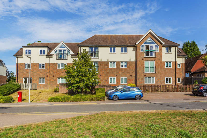2 Bedrooms Ground Flat for sale in Garlands Court, Edenbridge, TN8