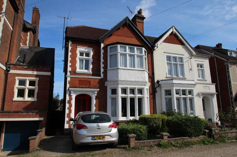 4 Bedrooms Semi Detached House for sale in Wellesley Road, Lexden, Colchester
