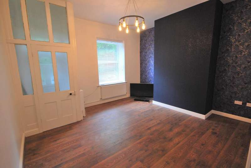 2 Bedrooms Terraced House for sale in Whalley Road, Ramsbottom