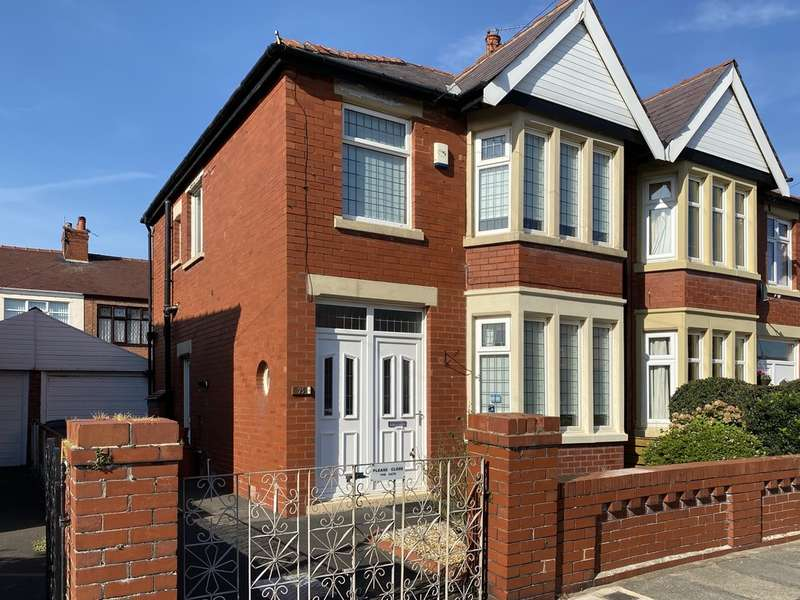 3 Bedrooms Semi Detached House for sale in Gildabrook Road, South Shore FY4