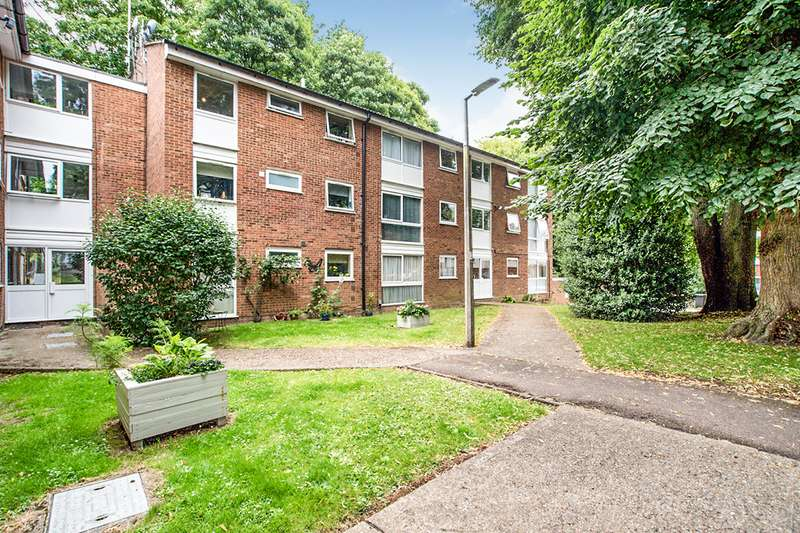 2 Bedrooms Apartment Flat for sale in Chalfont Close, Hemel Hempstead, Hertfordshire, HP2