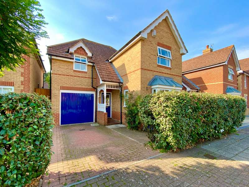 3 Bedrooms Detached House for sale in Siskin Road, Southsea, Hampshire, PO4