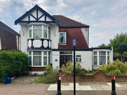 4 Bedrooms Detached House for sale in Ilford